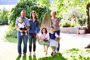 Familie Kröss Nals Südtirol Ferienwohnungen RosenResidence Rosenpension